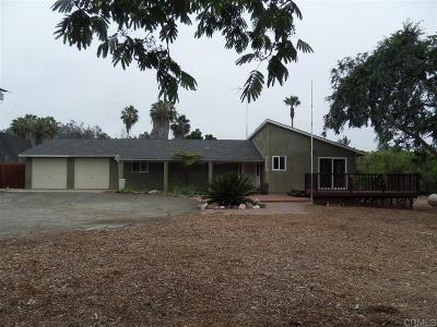 Vista Single Family Home For Sale: 2111 Curtis Dr.