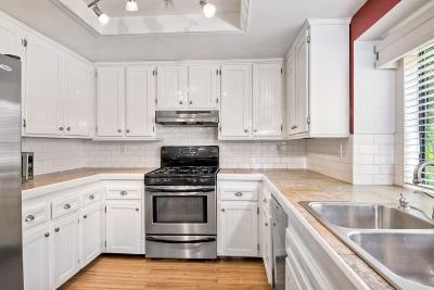 Vista Single Family Home For Sale: 282 Paseo Marguerita