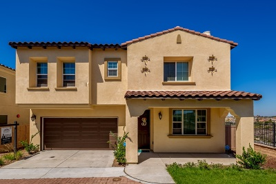 Chula Vista Single Family Home For Sale: 1369 Cathedral Oaks Rd