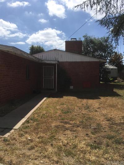 Escondido Single Family Home For Sale: 1592 Via Paloma