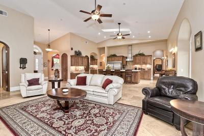 Vista Single Family Home For Sale: 3636 Royal Rd