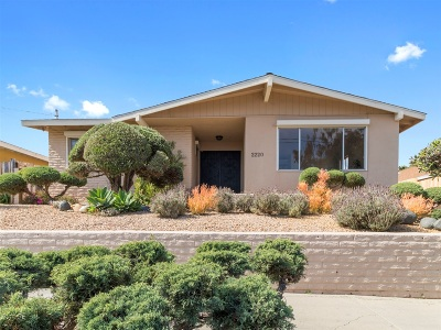 Oceanside Single Family Home For Sale: 2220 Greenbrier Dr