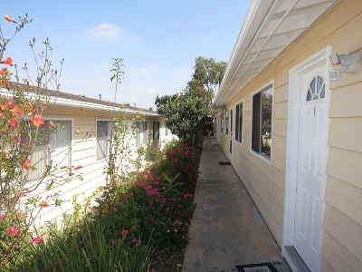 Vista Multi Family 5+ For Sale: 811 N Santa Fe Ave