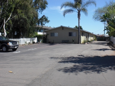 Vista Multi Family 2-4 For Sale: 162 W Los Angeles Dr