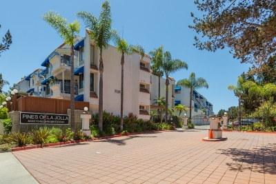 San Diego Attached For Sale: 8328 Regents #2K