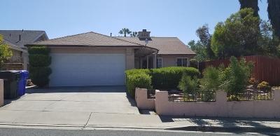 San Diego Single Family Home For Sale: 386 Falconfire Way