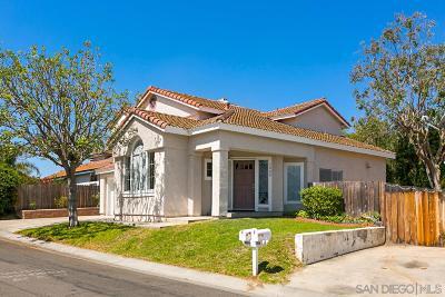 Vista Single Family Home For Sale: 2008 Paseo De Anza