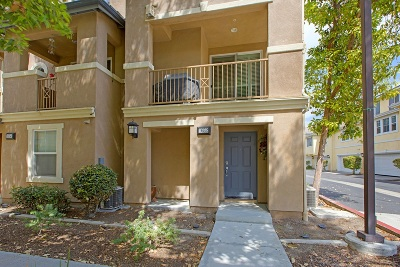 Chula Vista Townhouse For Sale: 1652 Hickory Nut Place