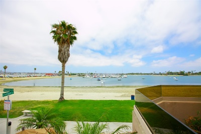 Pacific Beach, Pacific Beach Sail Bay, Pacific Beach, North Pacific Beach, Pacific Beach/Crown Point Townhouse For Sale: 3447 Bayside Walk