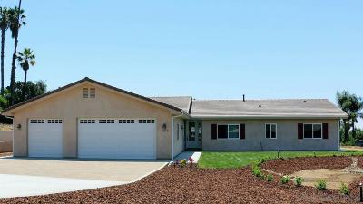 Vista Single Family Home For Sale: 1807 Vale Terrace Drive
