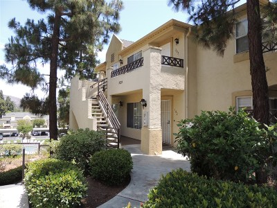 Chula Vista Townhouse For Sale: 2039 Lakeridge Circle #102