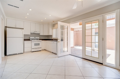 Santee Townhouse For Sale: 9415 Carlton Oaks Dr #B