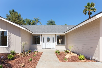 Vista Single Family Home For Sale: 2053 Katerri Dr
