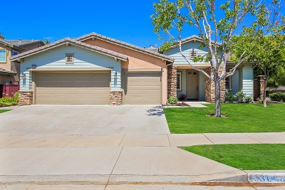 Murrieta Single Family Home For Sale: 33648 Azalea Ln