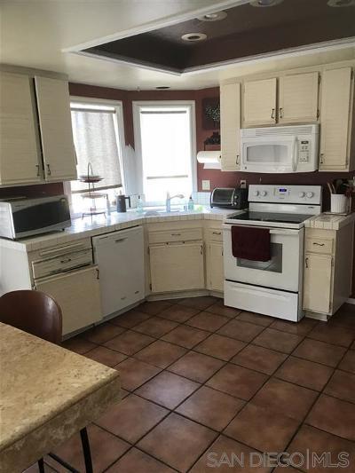 Vista Single Family Home Contingent: 1837 Paseo Del Lago