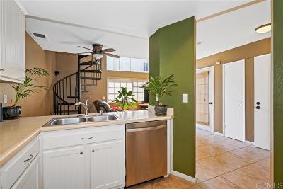 Chula Vista Townhouse For Sale: 780 Eastshore Terrace #194