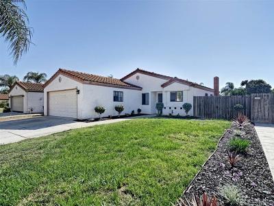Escondido Single Family Home For Sale: 2740 Cameron Pl