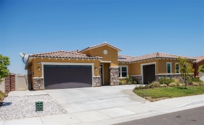 Murrieta, Temecula Single Family Home For Sale: 30170 Knotty Pine St