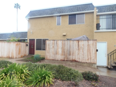 Vista Townhouse For Sale: 1202 Mariposa Court