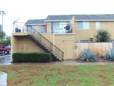 Vista Townhouse For Sale: 1217 Mariposa Court