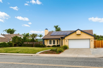 San Diego County Single Family Home For Sale: 1582 Mission Meadows Drive