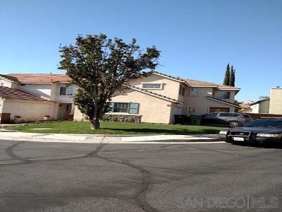 Riverside County Single Family Home For Sale: 990 Primrose Ln