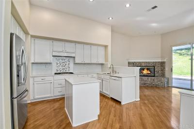 Carlsbad Single Family Home For Sale: 2912 Avenida Valera
