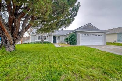 Oceanside Single Family Home For Sale: 721 Hollowglen Rd