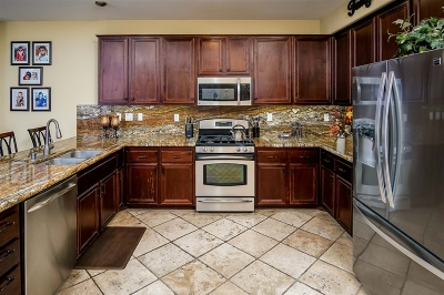 San Marcos Single Family Home For Sale: 215 Vineyard Ct