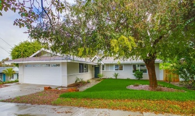Oceanside Single Family Home For Sale: 2452 Sarbonne Dr