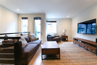 Townhouse For Sale: 7827 Modern Oasis Dr