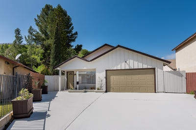 San Diego Single Family Home For Sale: 204 Parkbrook Pl