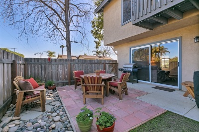 Oceanside Townhouse For Sale: 3667 Azure Lado Dr
