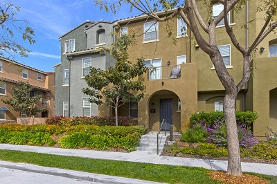 Chula Vista Townhouse For Sale: 1831 Crimson Ct #8