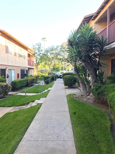 Townhouse For Sale: 7090 Russan Lane