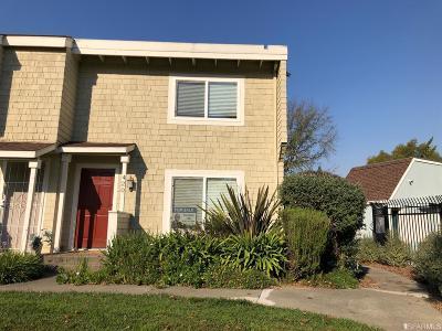 Marin County Condo/Townhouse For Sale: 420 Fernbridge Pl