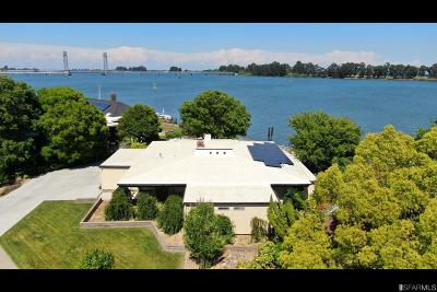 Solano County Single Family Home For Sale: 125 Edgewater Dr