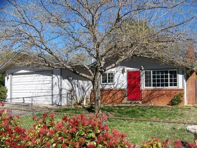 Shasta County Single Family Home For Sale: 2823 Robert Court