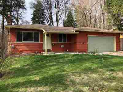 Single Family Home For Sale: 715 Pine Ridge Dr.