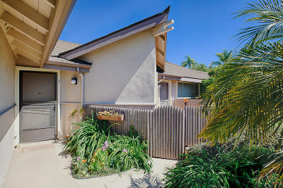 Condo/Townhouse For Sale: 271 Moreton Bay Ln #1