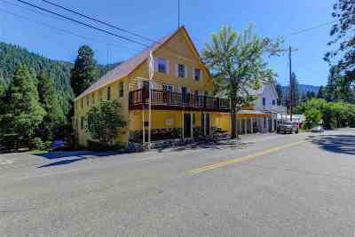 Single Family Home For Sale: 212 Main Street