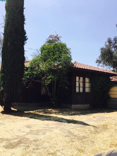 Visalia Single Family Home For Sale: 2705 S Burke Street