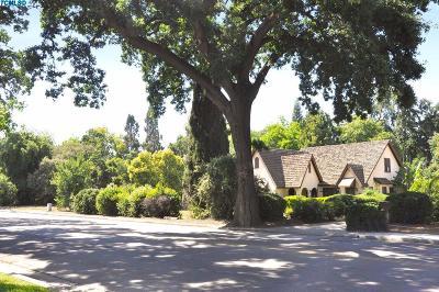 Visalia Single Family Home For Sale: 2416 W Main Street