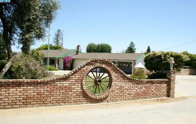Porterville Single Family Home For Sale: 1272 S Westwood Road