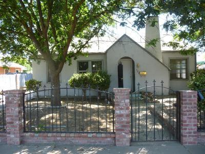 Lindsay Single Family Home For Sale: 322 N Bellah Avenue