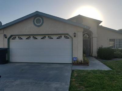 Porterville Single Family Home For Sale: 641 S Creekside Street