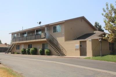 Visalia Multi Family Home For Sale: 3217 W Campus Avenue
