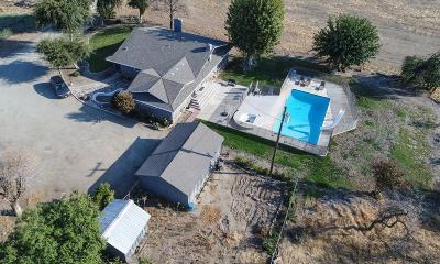 Porterville Single Family Home For Sale: 1706 W Castle Avenue