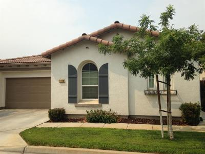 Hanford Single Family Home For Sale: 1820 Bella Oaks Way