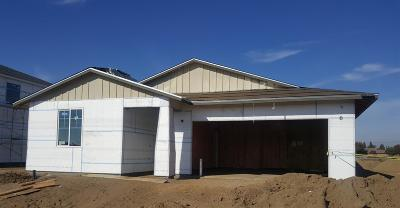 Visalia Single Family Home For Sale: 3916 E Kaweah Avenue #Lot34